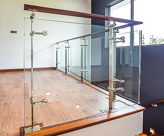 ราวบันได ราวกันตก กระจกนิรภัย เสาสแตนเลสสำเร็จรูป (Pole)