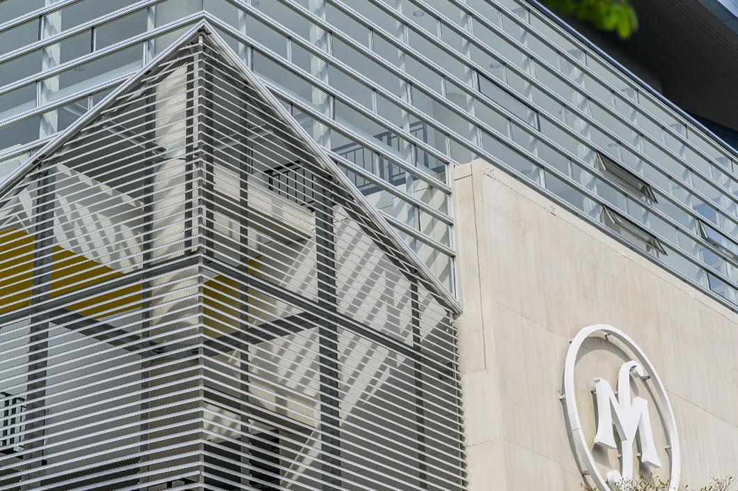 งานแผงระแนงตกแต่งอาคารภายนอก ด้วยเส้นอลูมิเนียมมาตราฐาน จาก Fameline
